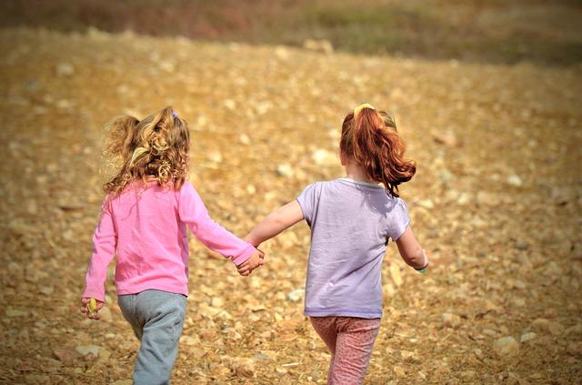 niñas-jugando-juntas