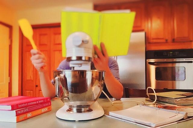 niño-en-la-cocina