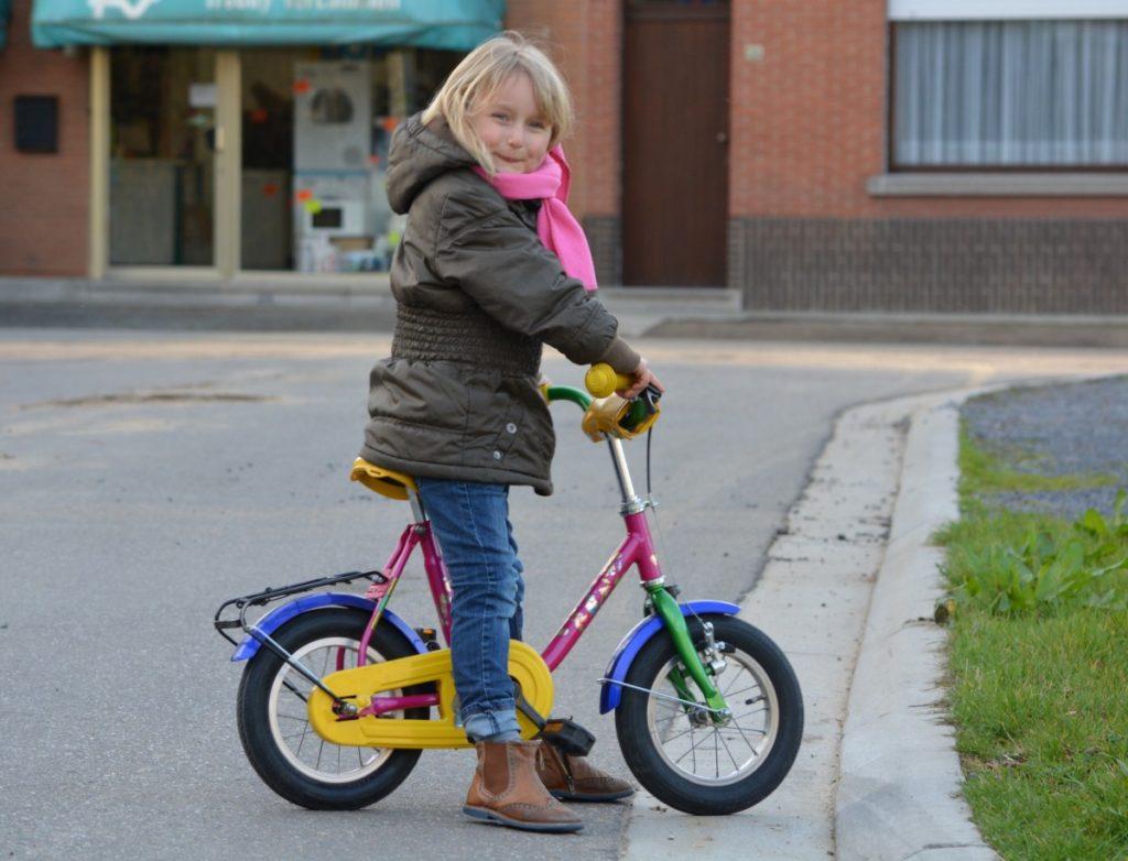 niña-montada-en-bicicleta