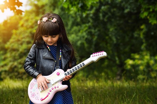 mejor-guitarra-infantil