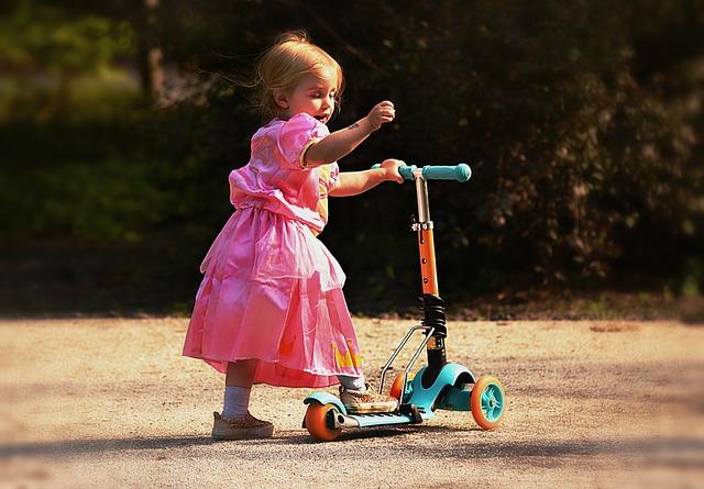 niña-en-scooter